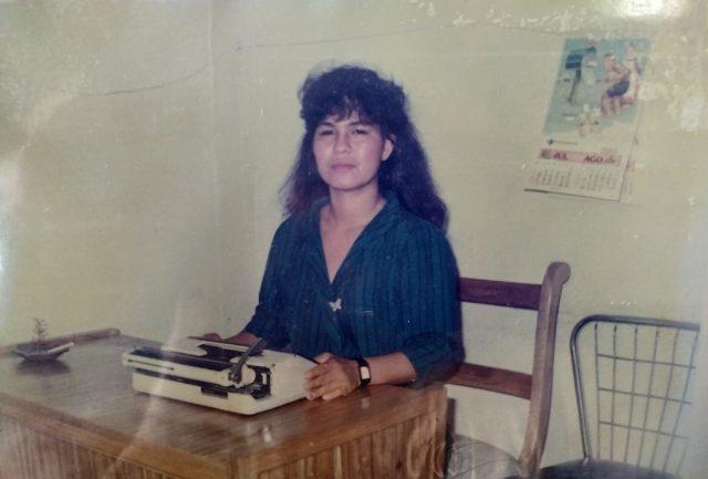Myriam Pinto Ramírez estrenando su oficina en el 1989. / FOTO SUMINISTRADA